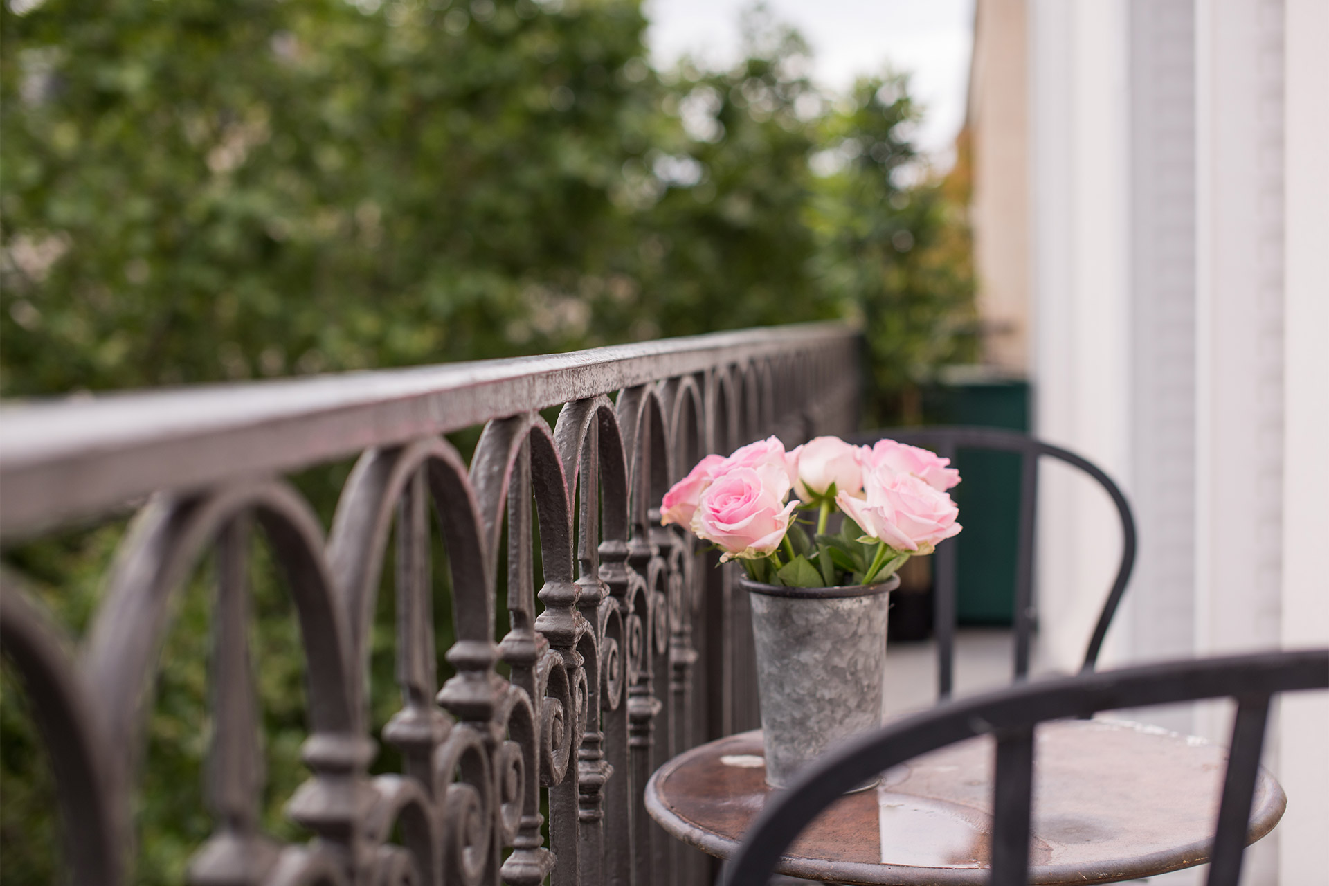 Sunny balcony of the Merlot vacation rental offered by Paris Perfect