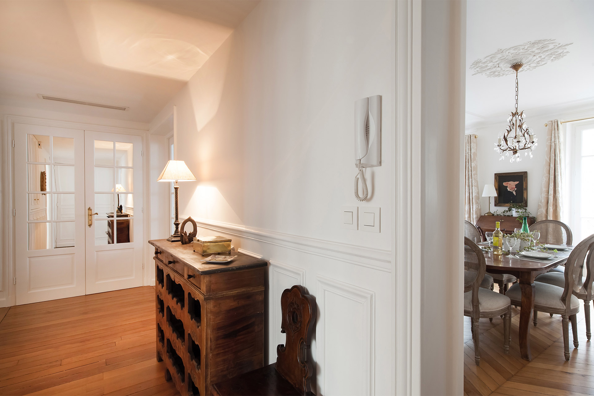 Entrance way of the Montagny vacation rental offered by Paris Perfect