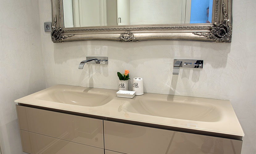Dual Glass Basins in En Suite Bathroom