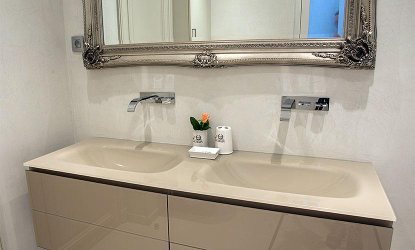 Dual Glass Basins in En Suite Bathroom