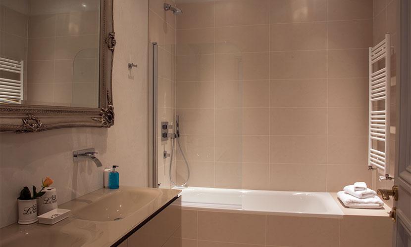 Master Bedroom En Suite Bathroom