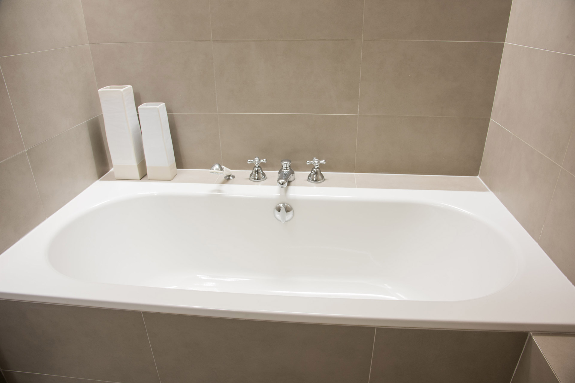 Bathtub with handheld shower