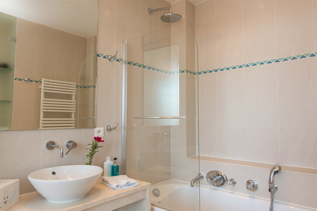 En suite bathroom with bathtub-shower in the Chateau Latour vacation rental by Paris Perfect