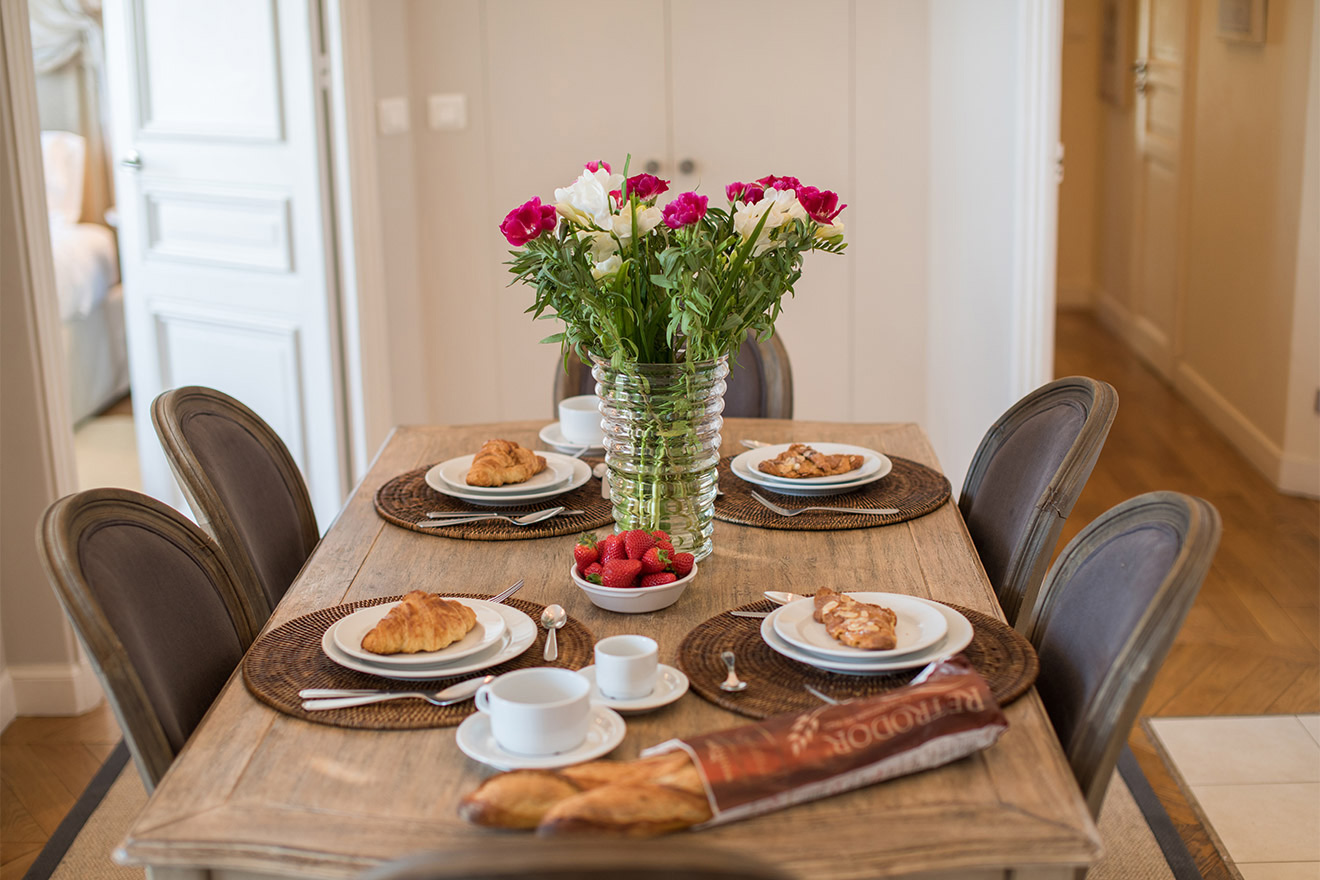 Breakfast in the Chateau Latour vacation rental by Paris Perfect