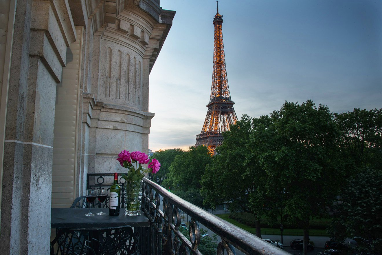 Comtesse Eiffel Tower view