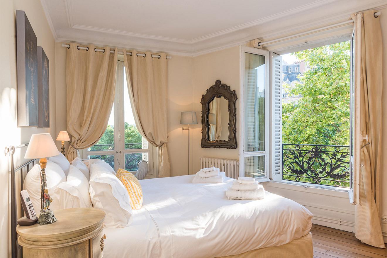 Givry bedroom