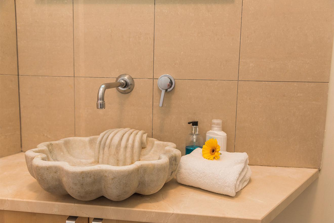 Givry bathroom