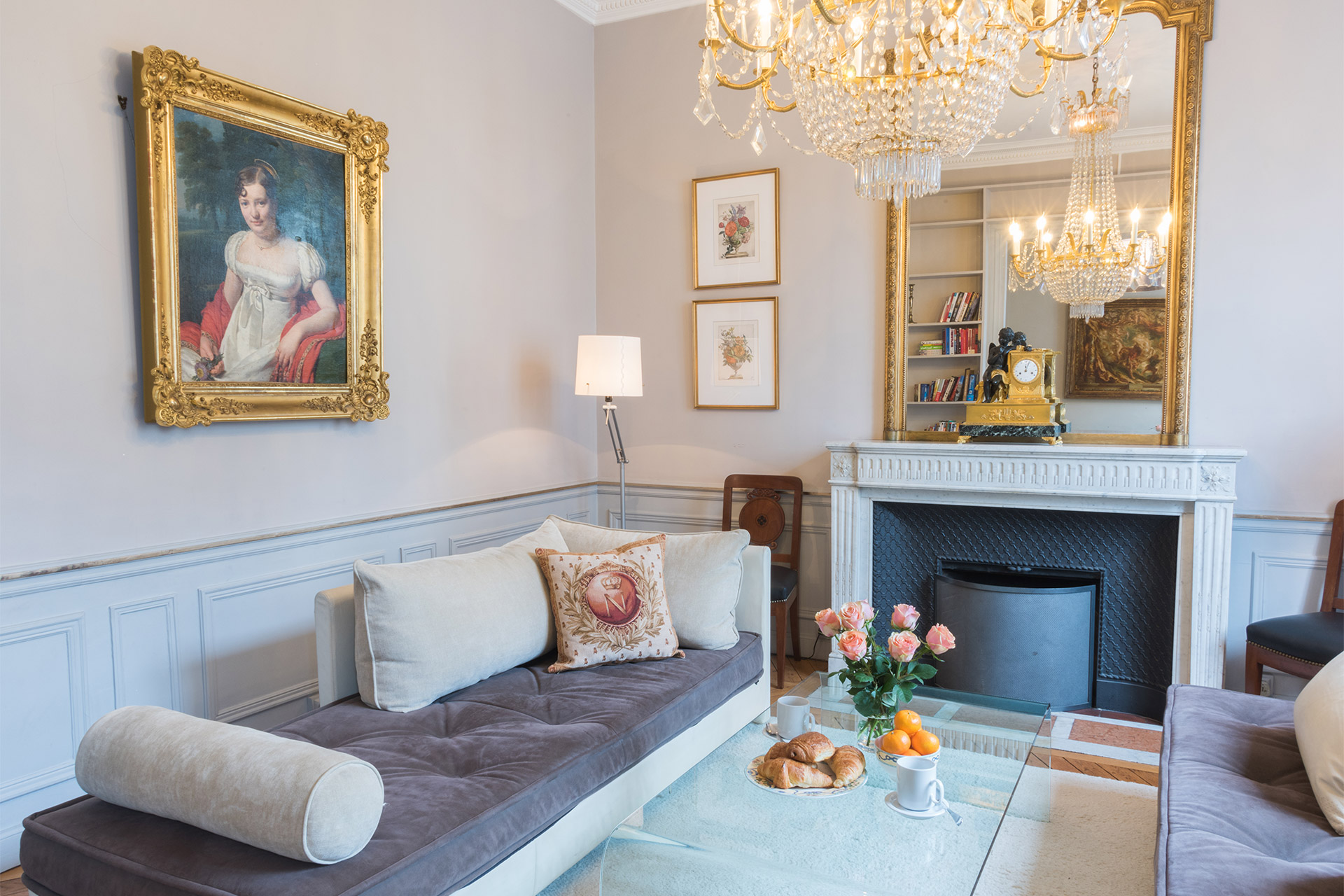 Refined decor in the living room of the Mâcon vacation rental offered by Paris Perfect
