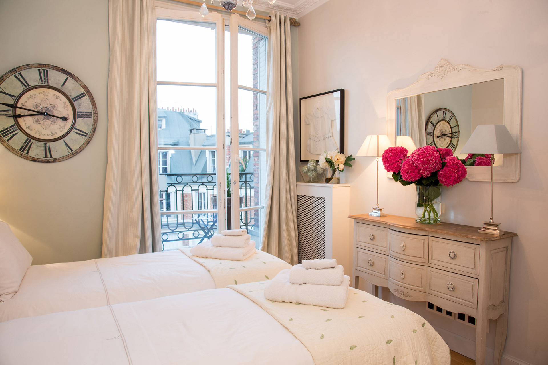 Elegant decor in the third bedroom of the Margaux vacation rental offered by Paris Perfect