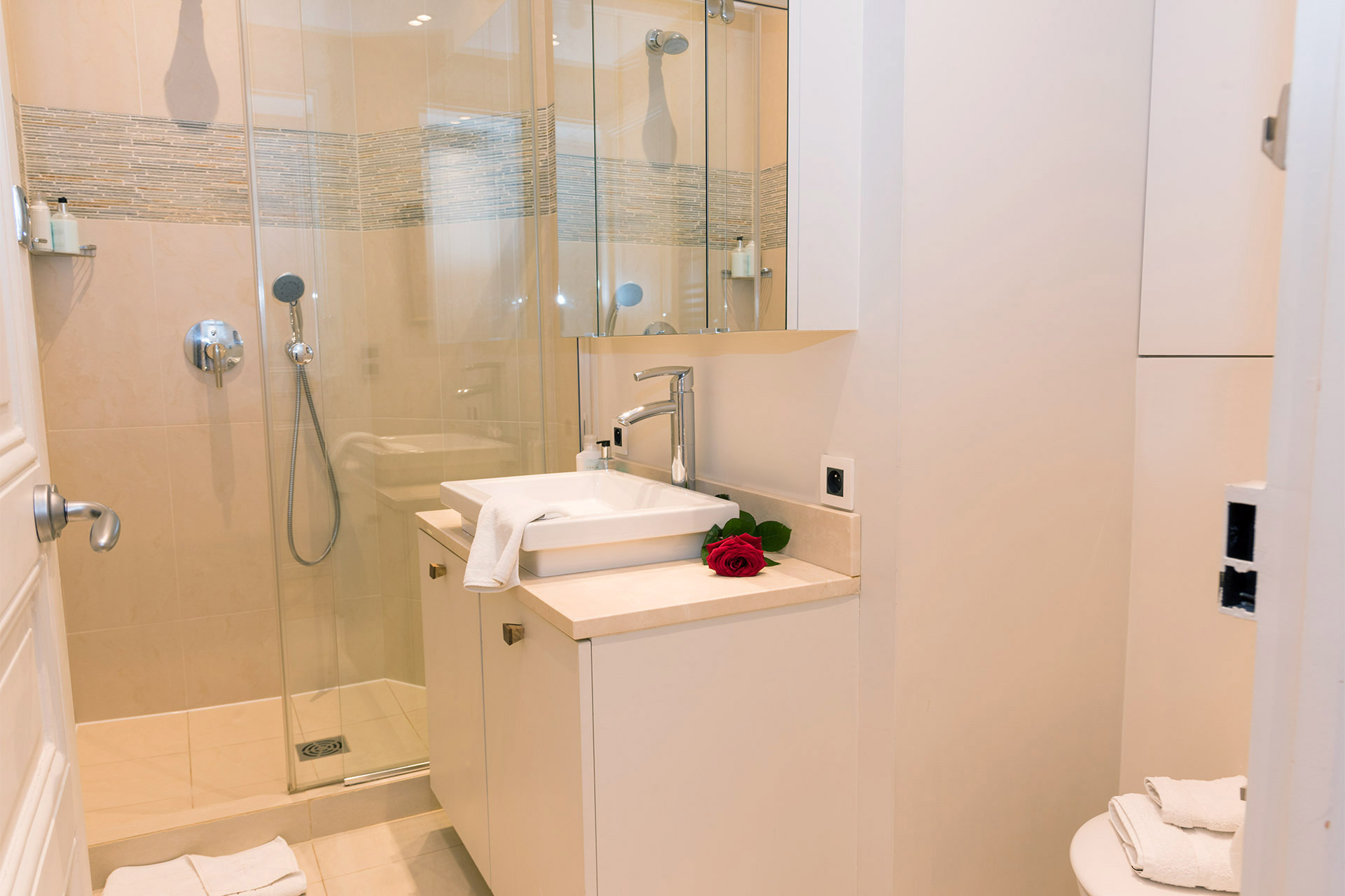Large second bathroom with walk in shower in the Margaux vacation rental offered by Paris Perfect