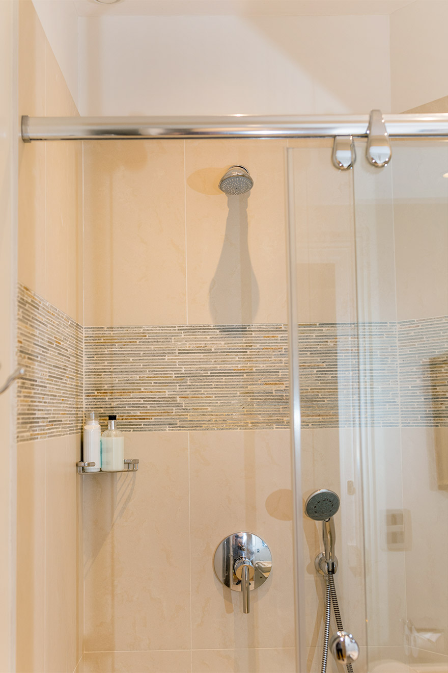 Large walk-in shower in the Margaux vacation rental offered by Paris Perfect
