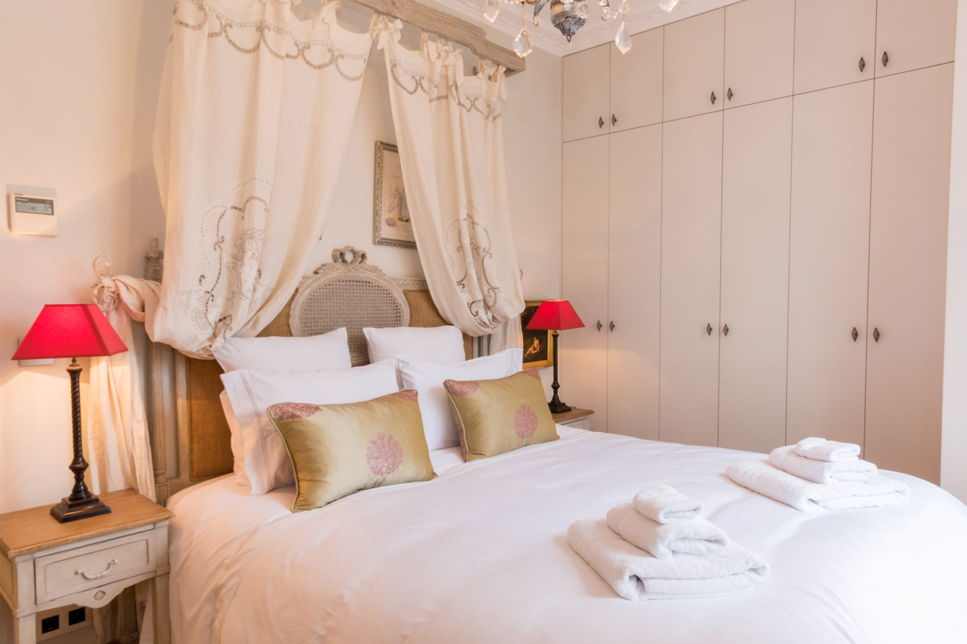 First bedroom of the Margaux vacation rental offered by Paris Perfect