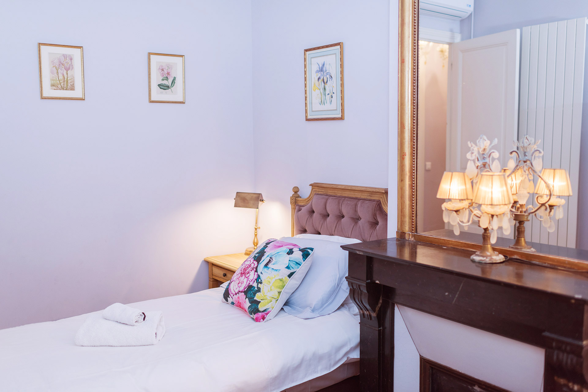 One of the single beds in the second bedroom of the Maubert vacation rental offered by Paris Perfect