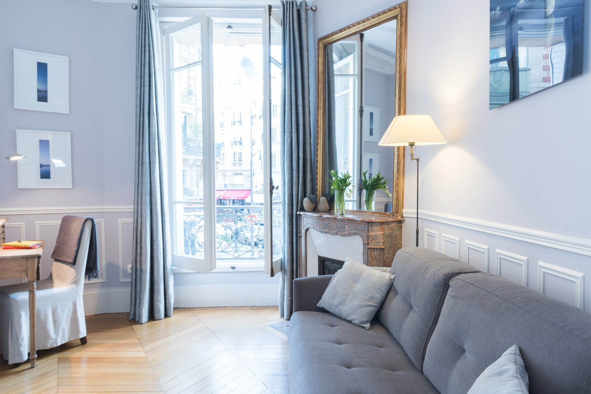 The den located off of the dining area in the Maubert vacation rental offered by Paris Perfect