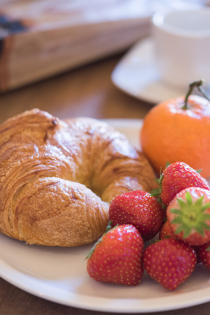 Enjoy your petit dejeuner in the Monbazillac vacation rental offered by Paris Perfect