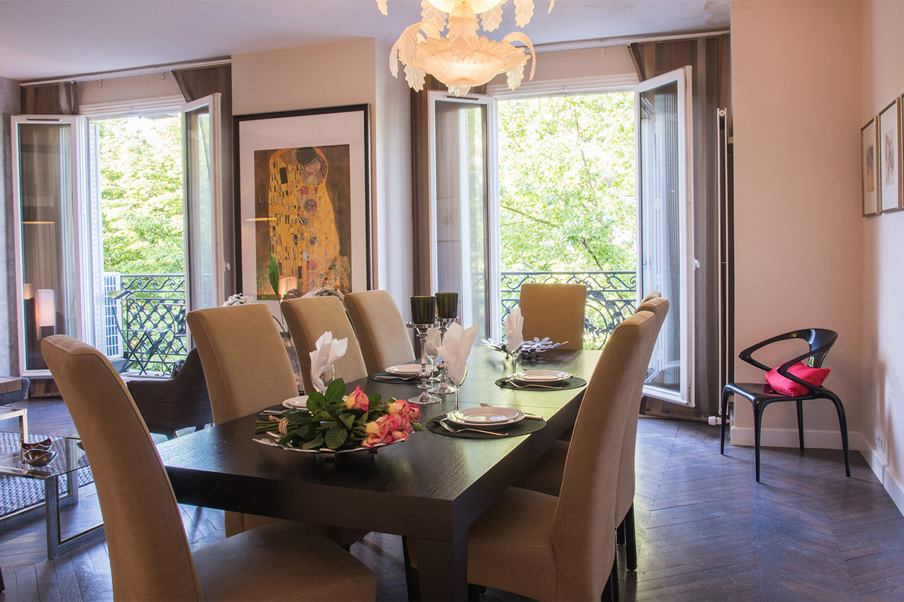 Large dining table seats 8 people in the Viognier vacation rental offered by Paris Perfect