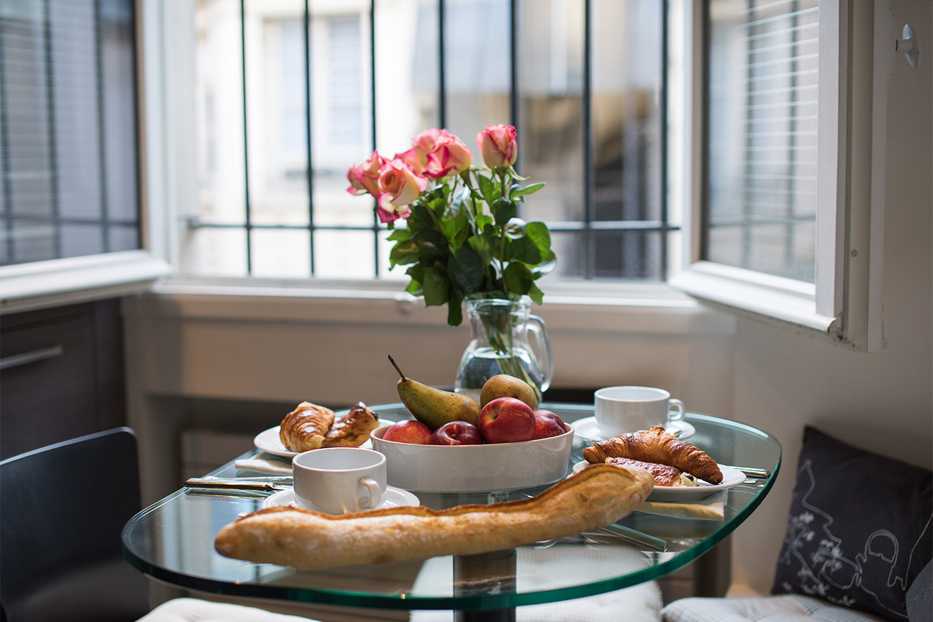 Fresh gourmet breakfast in the Viognier vacation rental offered by Paris Perfect