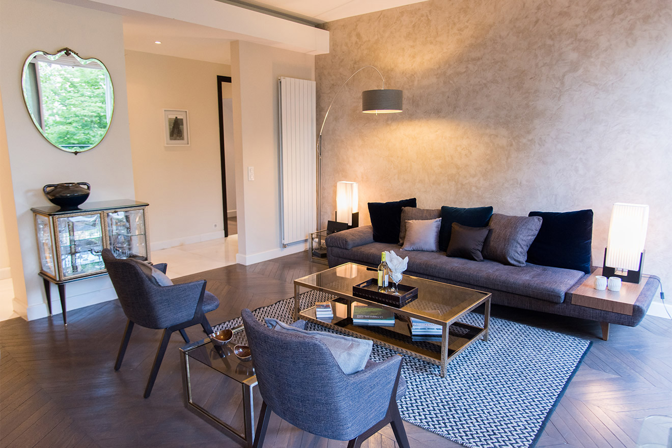 Modern sofa with built in table in the Viognier vacation rental offered by Paris Perfect