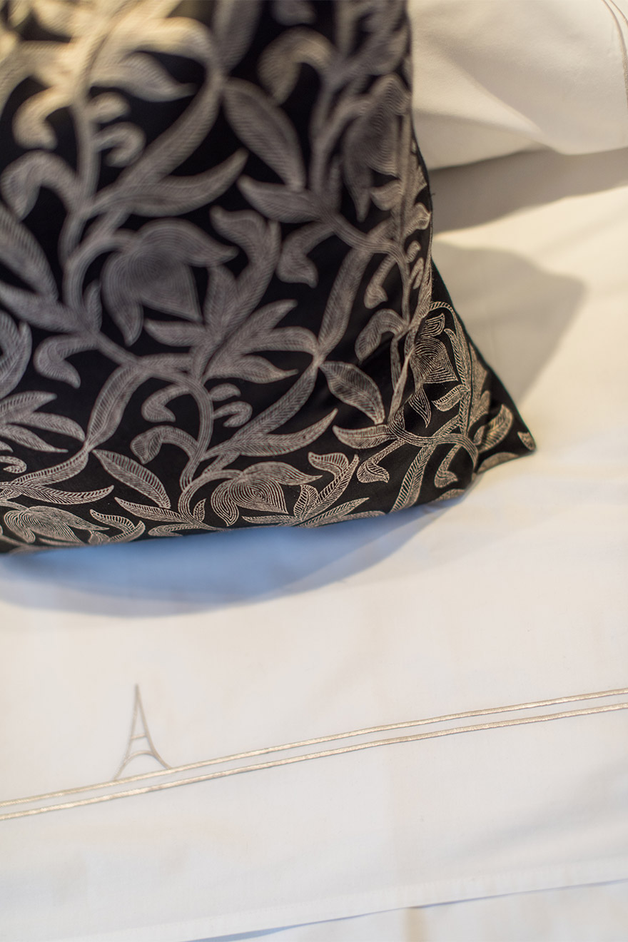 Paris Perfect linens on the beds in the Viognier vacation rental offered by Paris Perfect
