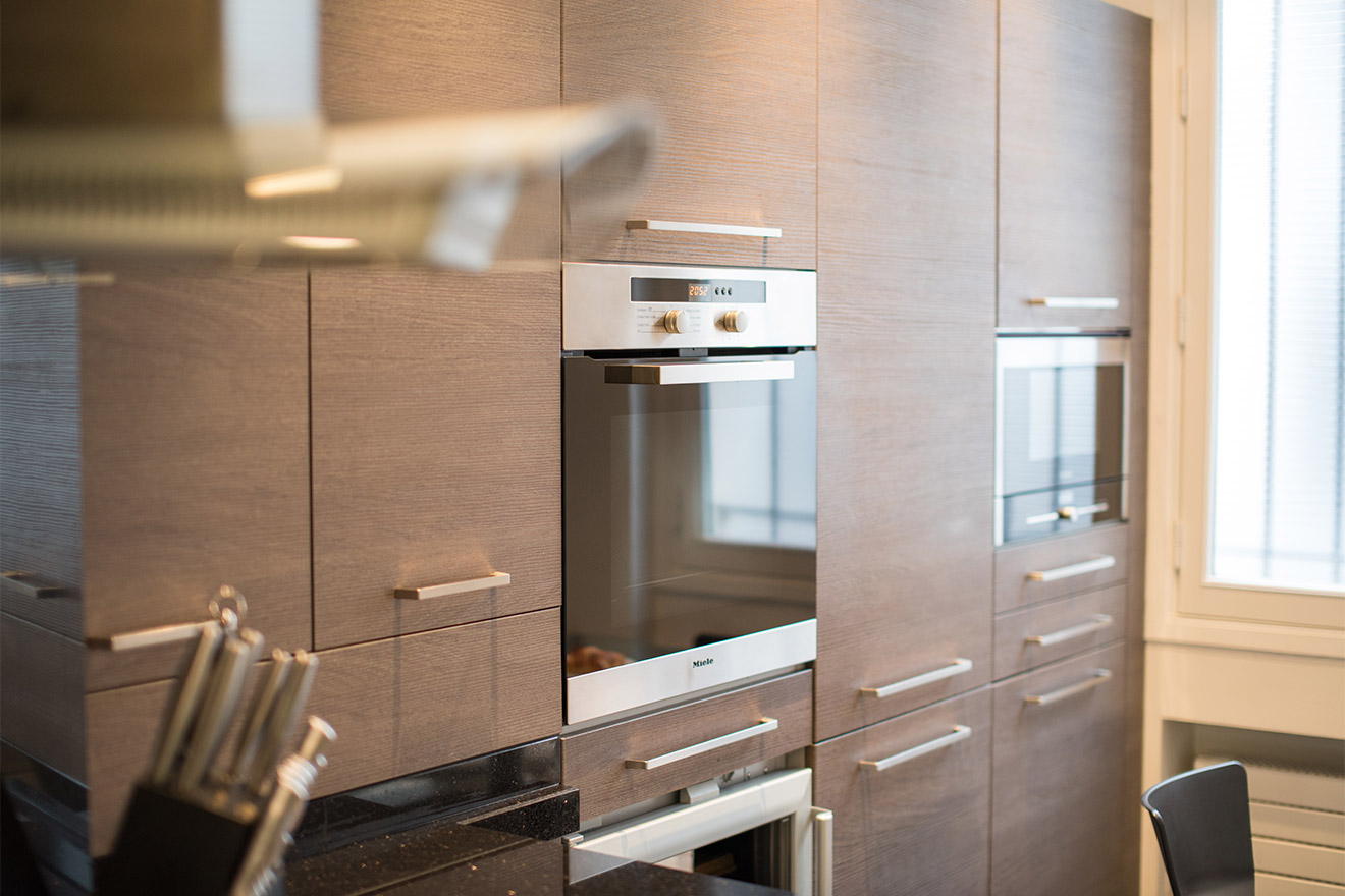 High end appliances in the kitchen of the Viognier vacation rental offered by Paris Perfect