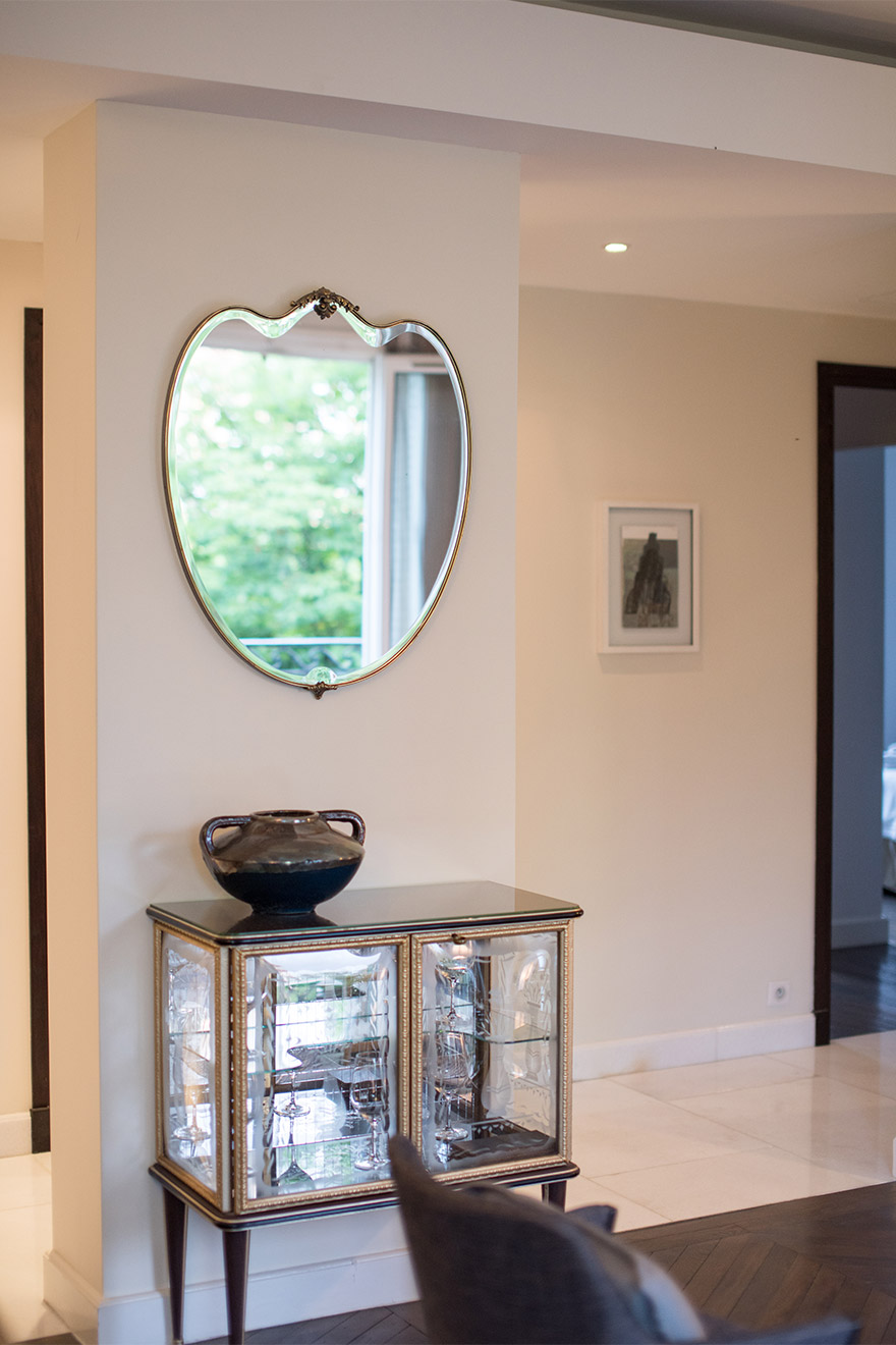 Mirror backed side table in the Viognier vacation rental offered by Paris Perfect