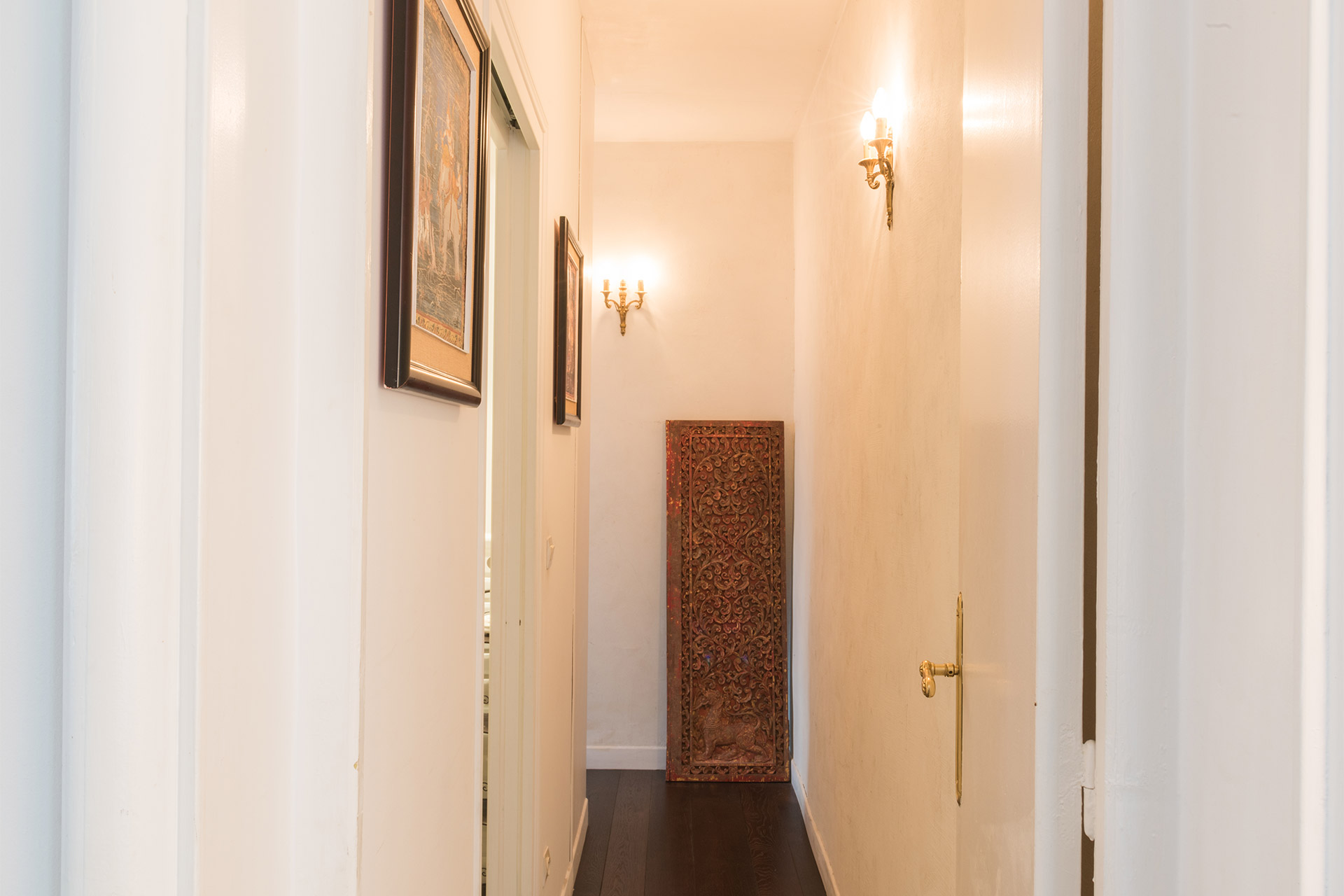 Entry hall of the Jacquere vacation rental offered by Paris Perfect
