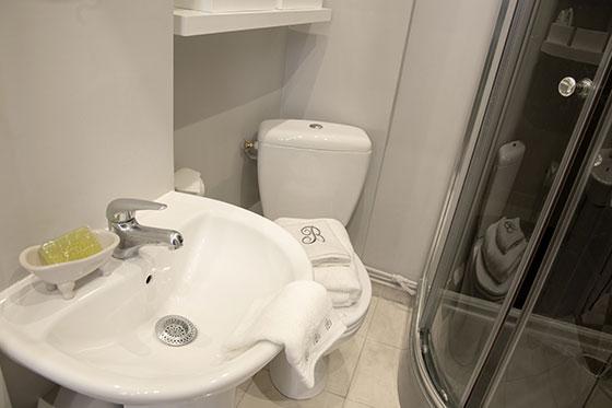 Studio Apartment in Paris with Bathroom