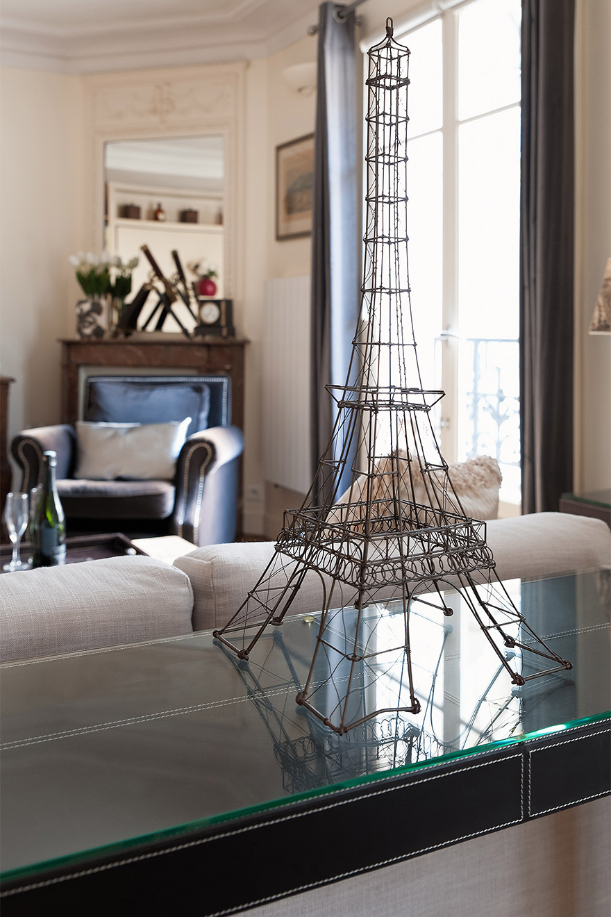 Eiffel Tower ornament in the Romanée vacation rental offered by Paris Perfect