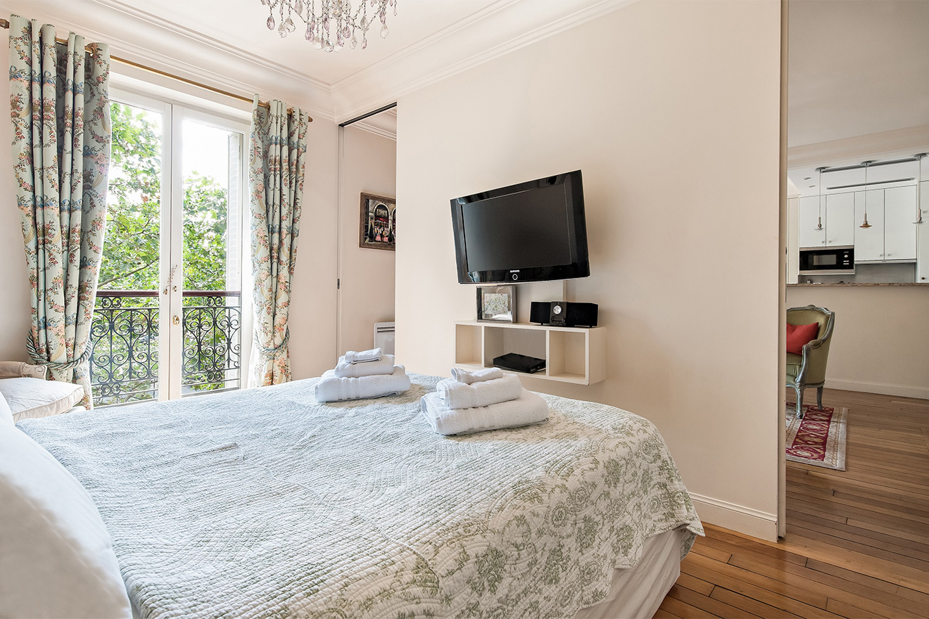 First bedroom with queen bed in the Saint Amour vacation rental offered by Paris Perfect