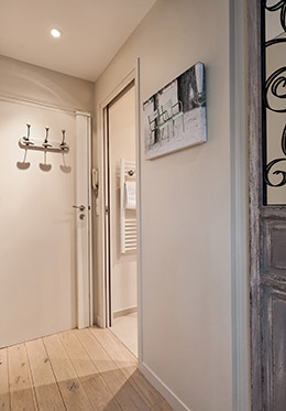 Front door in the Saumur vacation rental offered by Paris Perfect