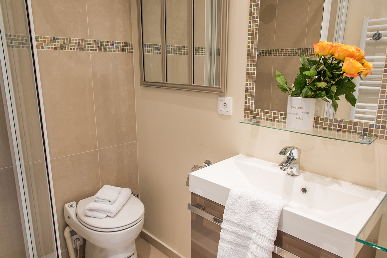 Lovely tile details in the bathroom of the Saumur vacation rental offered by Paris Perfect