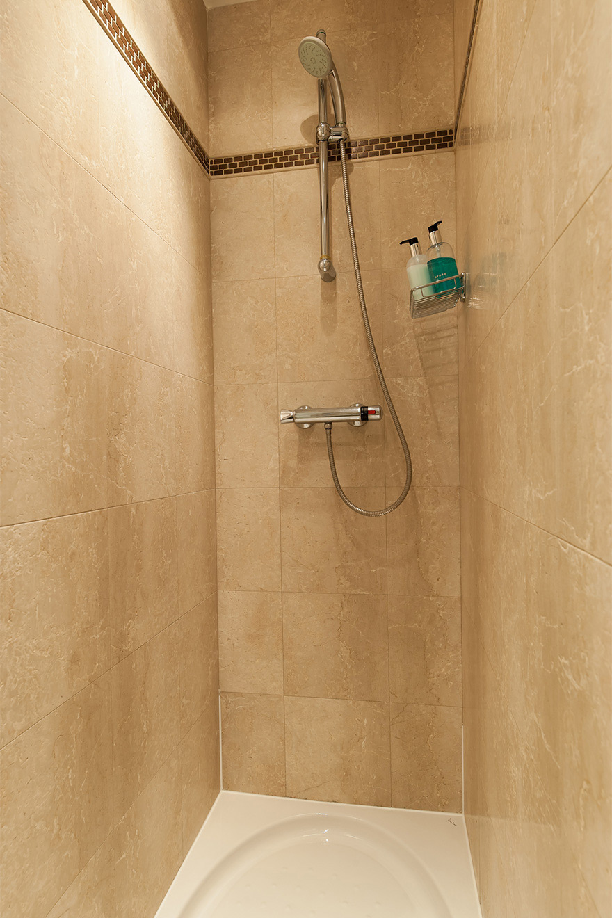 Large walk in shower in the Saint Julien vacation rental offered by Paris Perfect