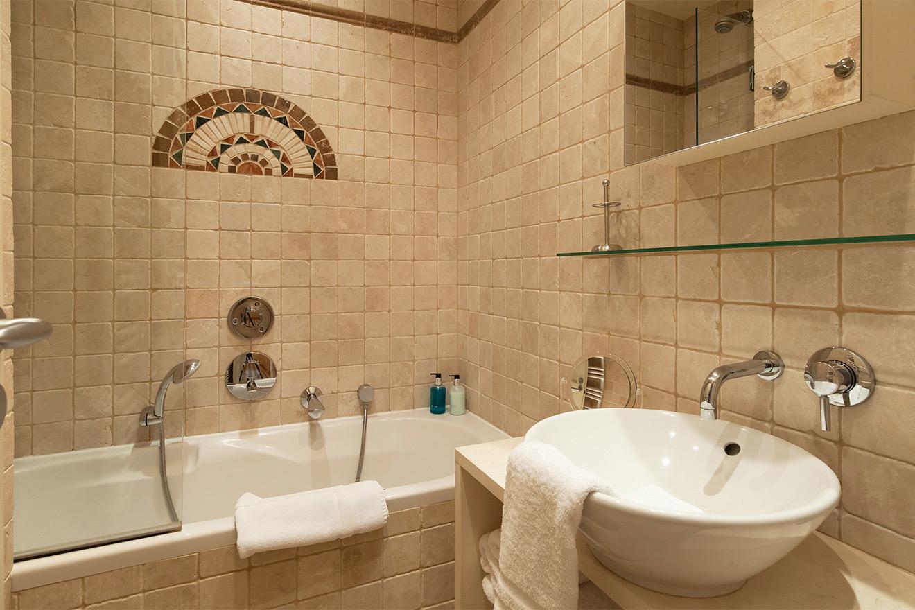 Saint Julien bath