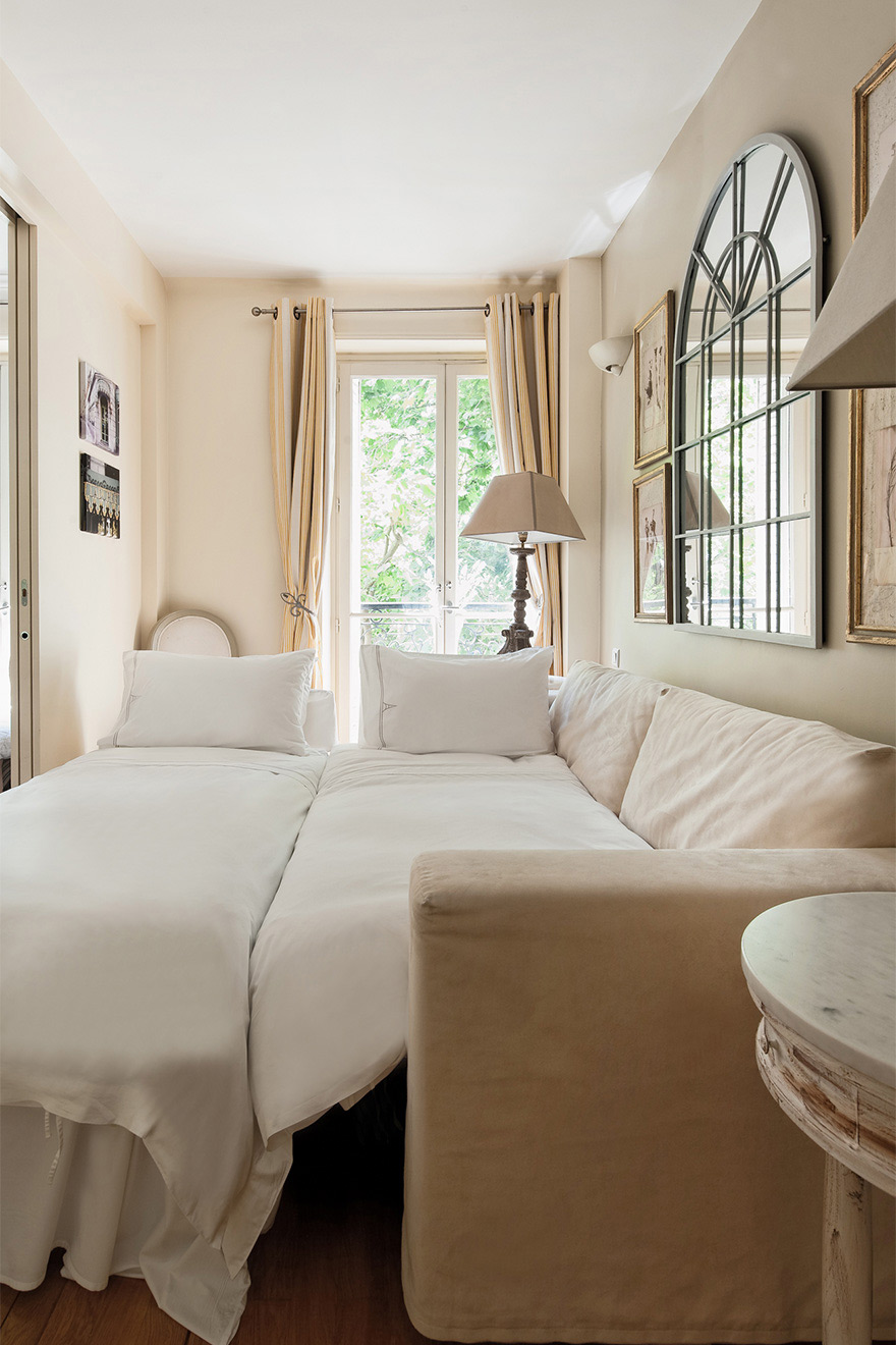 Second sofa converts into two single beds in the Saint Julien vacation rental offered by Paris Perfect