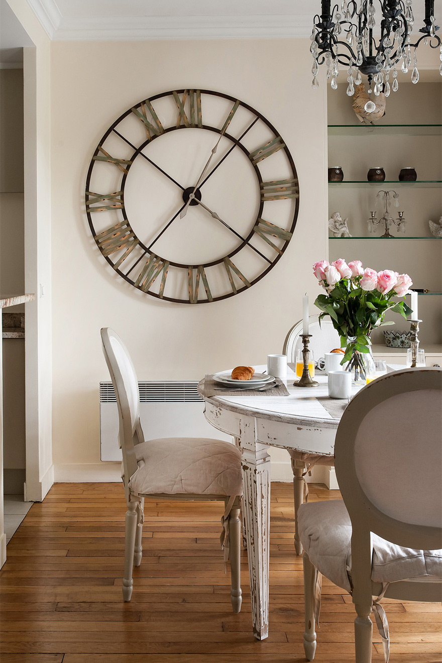 Large clock and dining table in the Saint Julien vacation rental offered by Paris Perfect