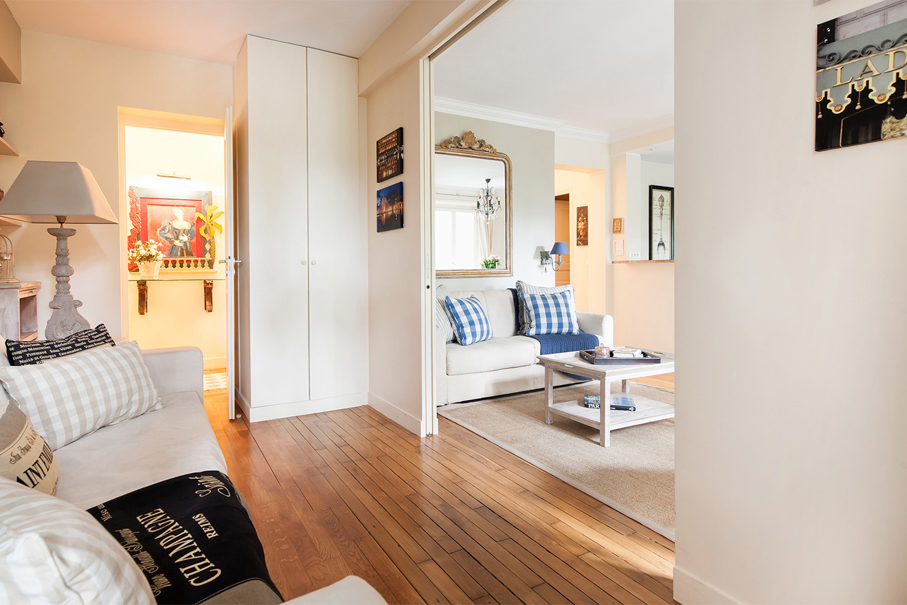 Sliding doors for direct access to the main hallway in the Saint Julien vacation rental offered by Paris Perfect
