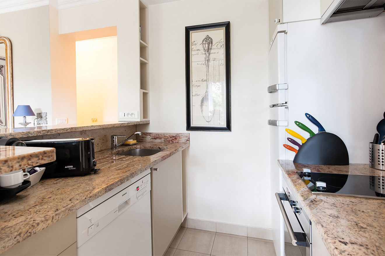 Plenty of counter space in the kitchen of the Saint Julien vacation rental offered by Paris Perfect