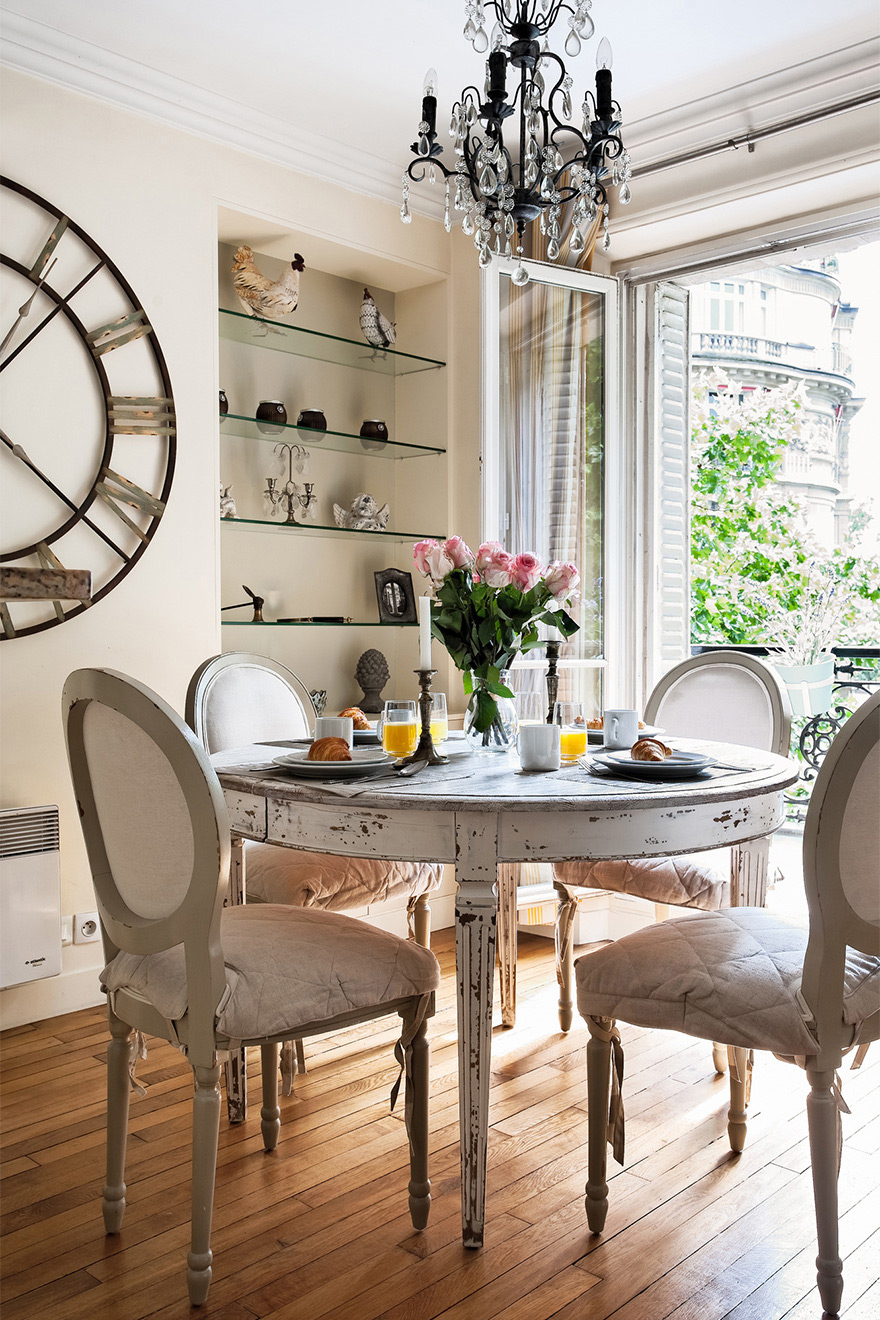 Bright and airy dining area of the Saint Julien vacation rental offered by Paris Perfect