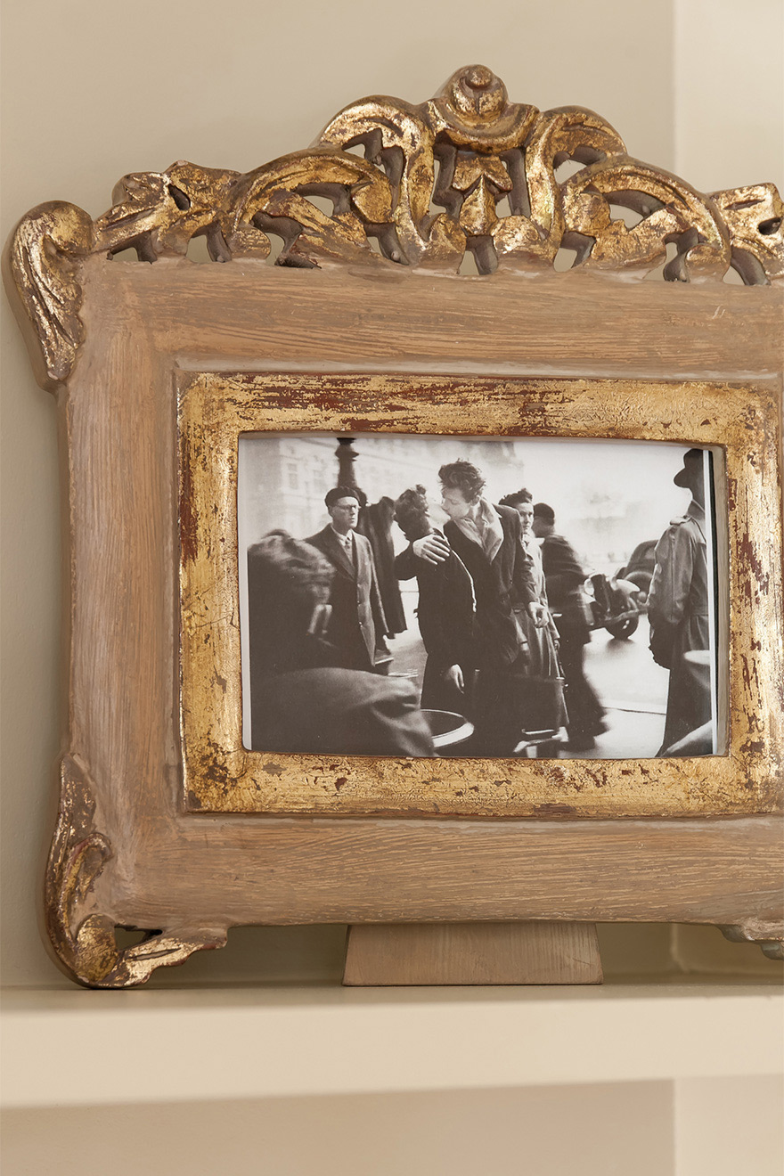 Decorative picture frame in the Saint Julien vacation rental offered by Paris Perfect