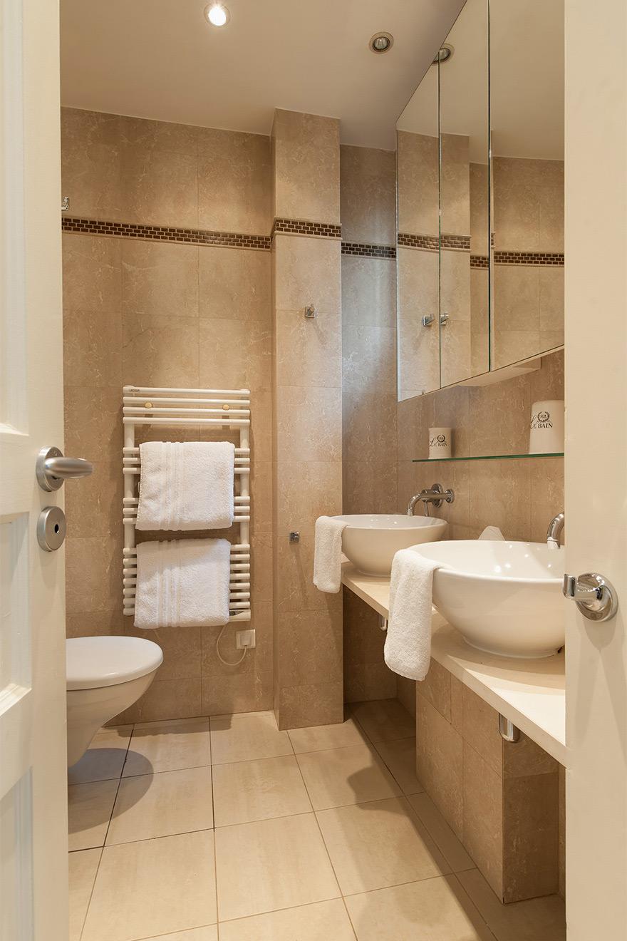 Saint Julien second bathroom