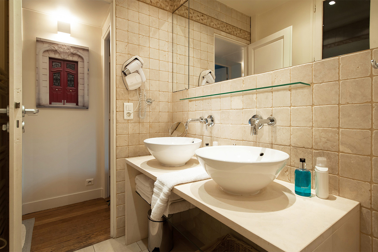 Modern finishes in the bathroom of the Volnay vacation rental offered by Paris Perfect