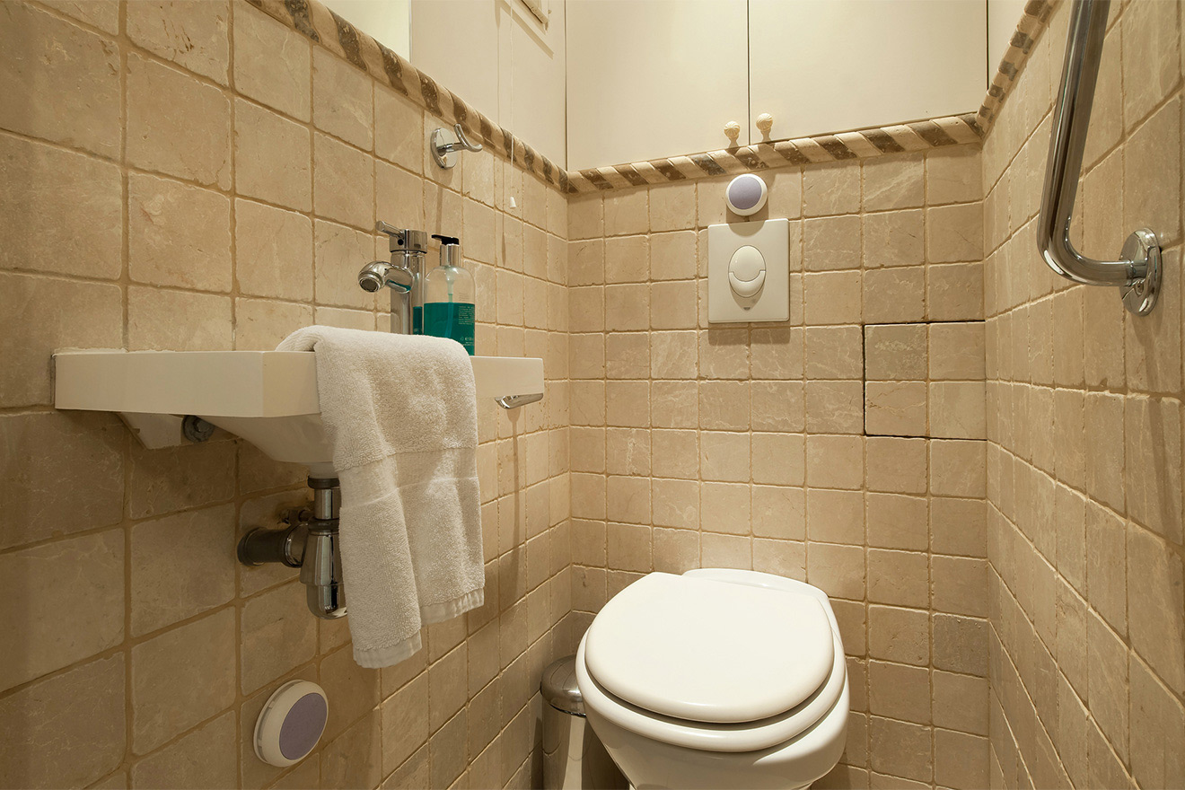 Separate half bath in the Volnay vacation rental offered by Paris Perfect