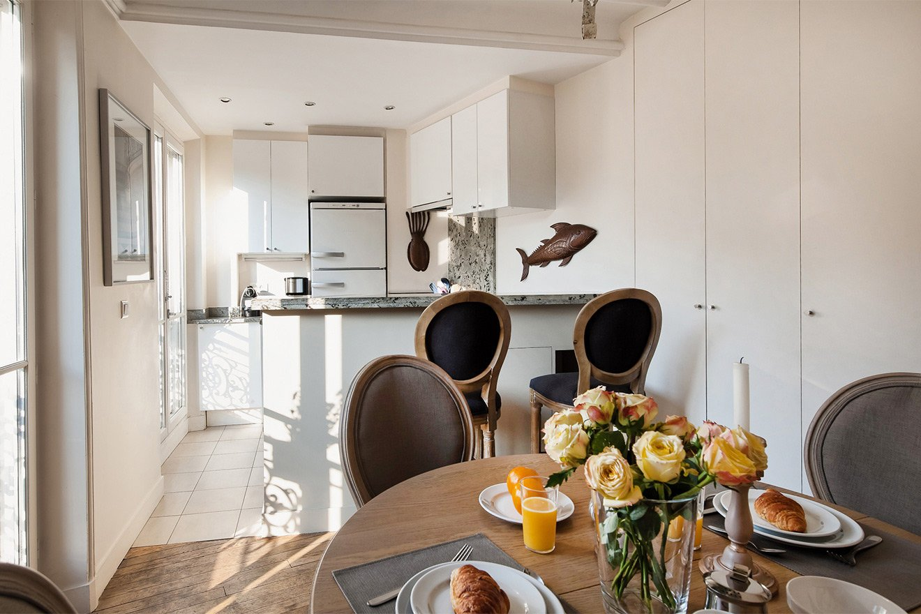 Open plan the kitchen and dining room of the Volnay vacation rental offered by Paris Perfect