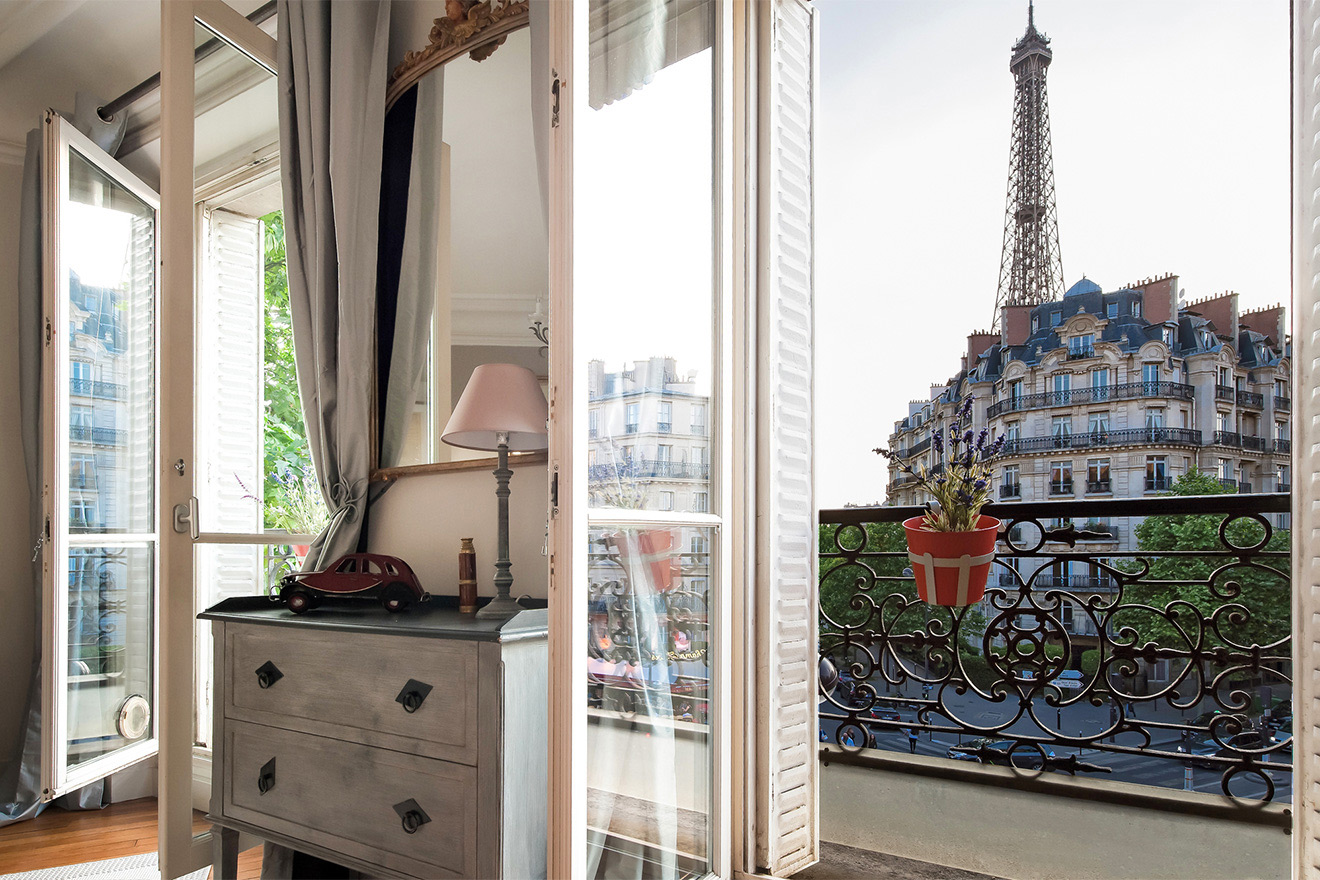 Outstanding Eiffel Tower views from the Volnay vacation rental offered by Paris Perfect