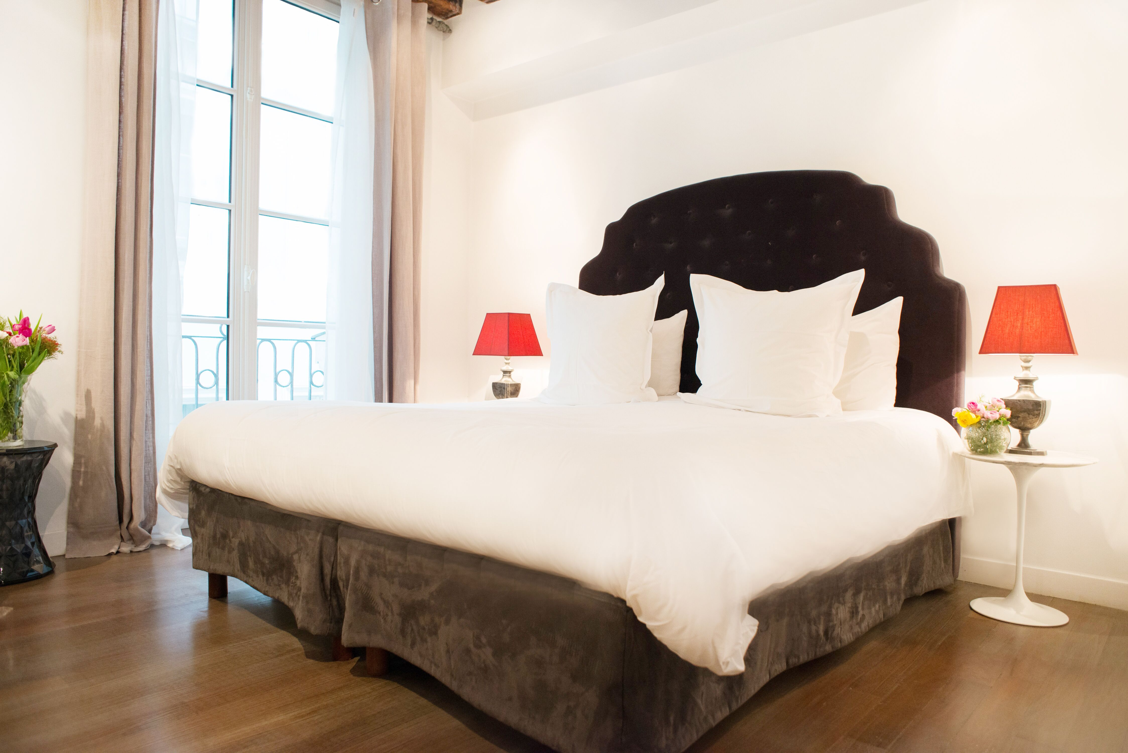Sunny luxurious first bedroom in the Morey Paris Perfect vacation rental