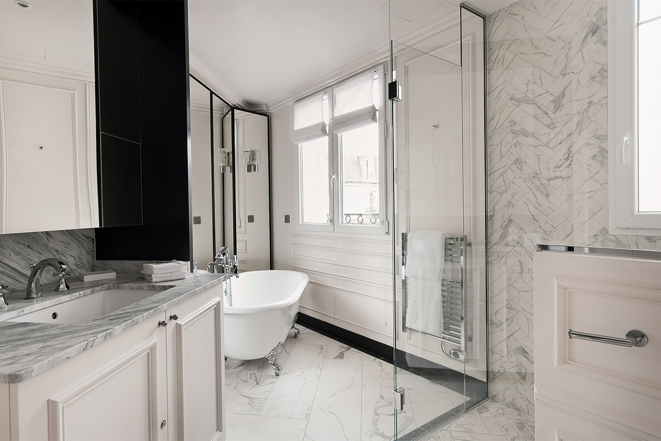Aloxe master ensuite bathroom