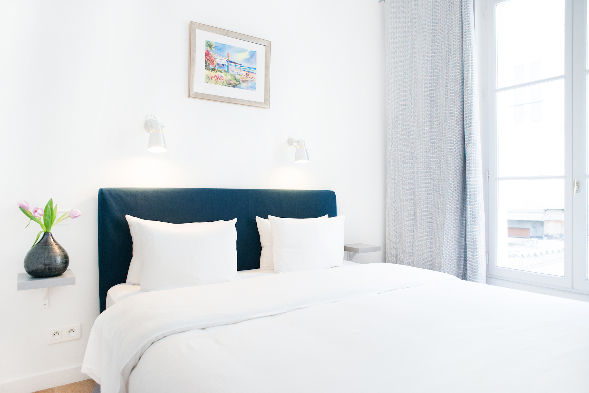 Bedroom in the Aramon vacation rental offered by Paris Perfect
