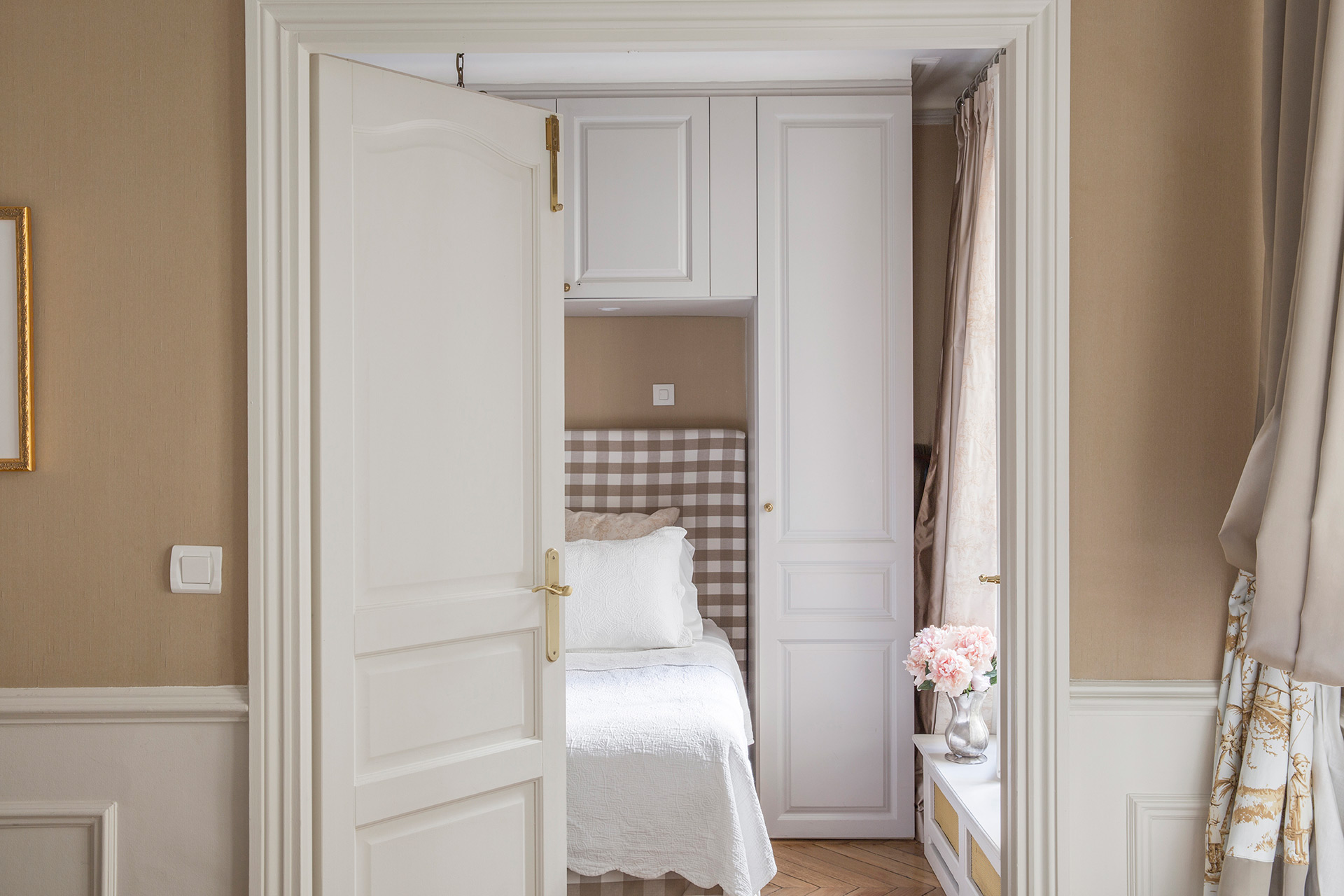 Family Vacation Rental Bedroom in Paris