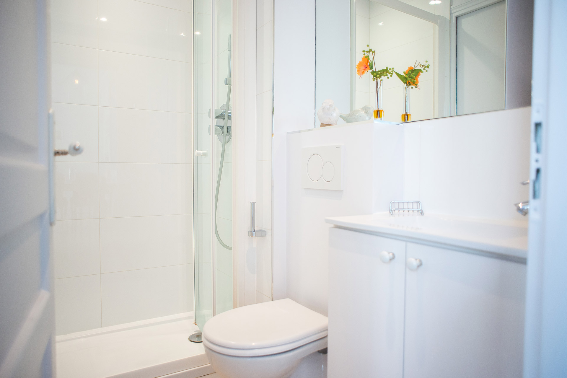 Second bathroom of the Bel-Air vacation rental offered by Paris Perfect