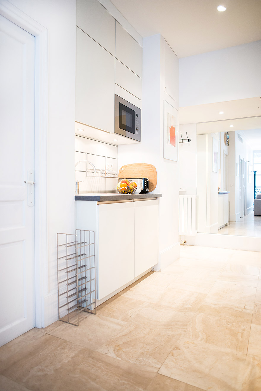 Extra counter space in the kitchen of the Bel-Air vacation rental offered by Paris Perfect